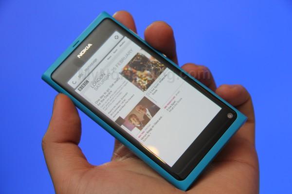 Firefox demoed on the Nokia N9(5)