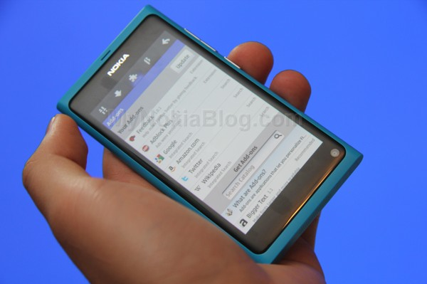 Firefox demoed on the Nokia N9(8)