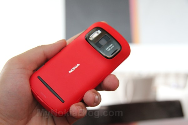 Red Nokia 808 PureView(22)