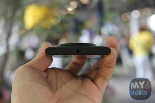 MNB IMG_0440Nokia Lumia 1020 black