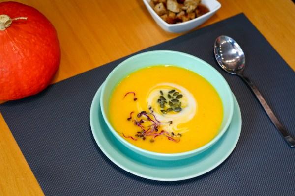 Supă cremă de dovleac cu lapte de cocos