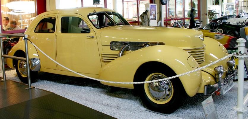 1937 Cord 812 a