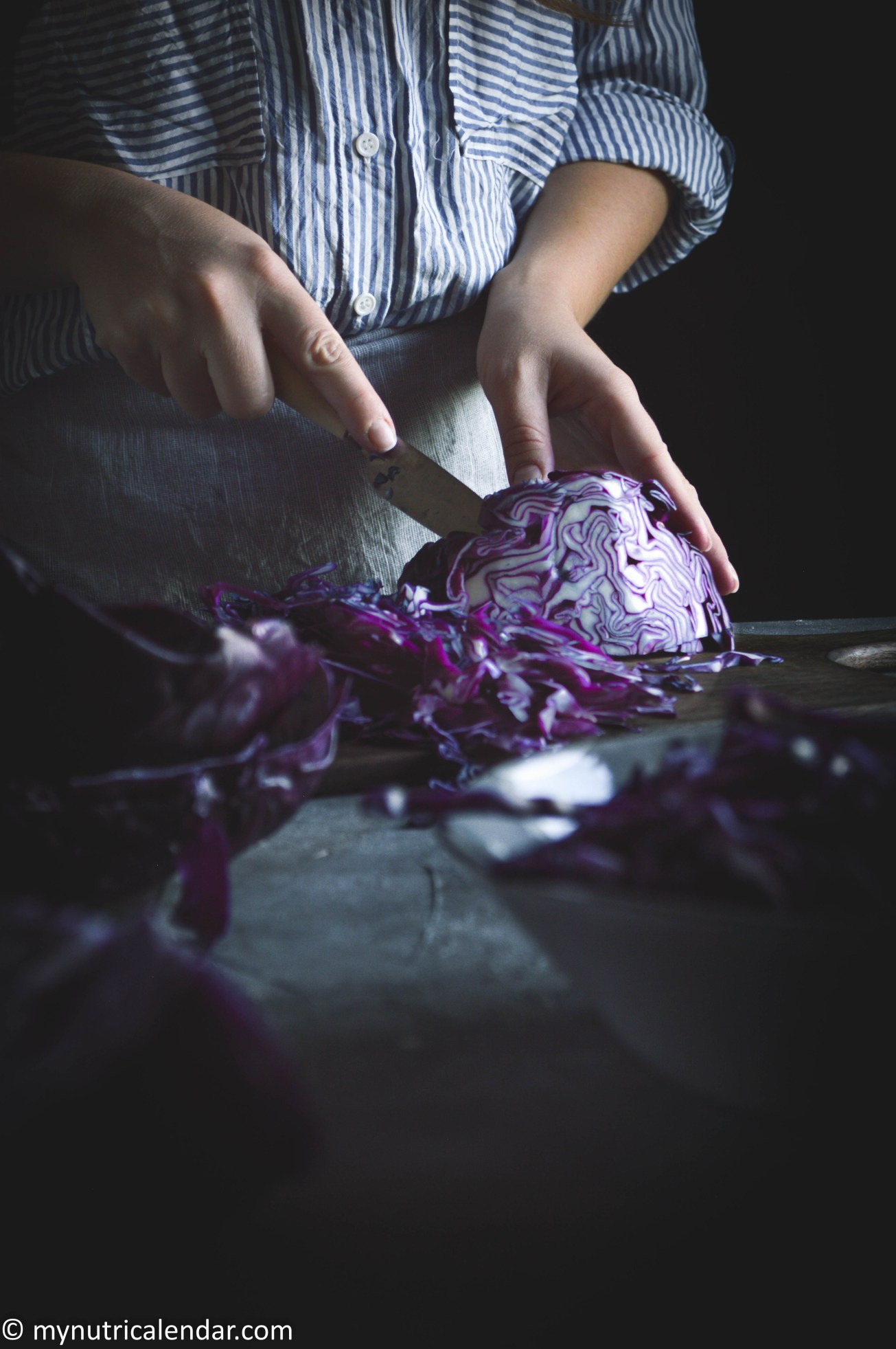 red-cabbage-grapes-apple-mint-salad-seasonal-vegetables-autumn-produce-food-photography-moody-story-telling-11