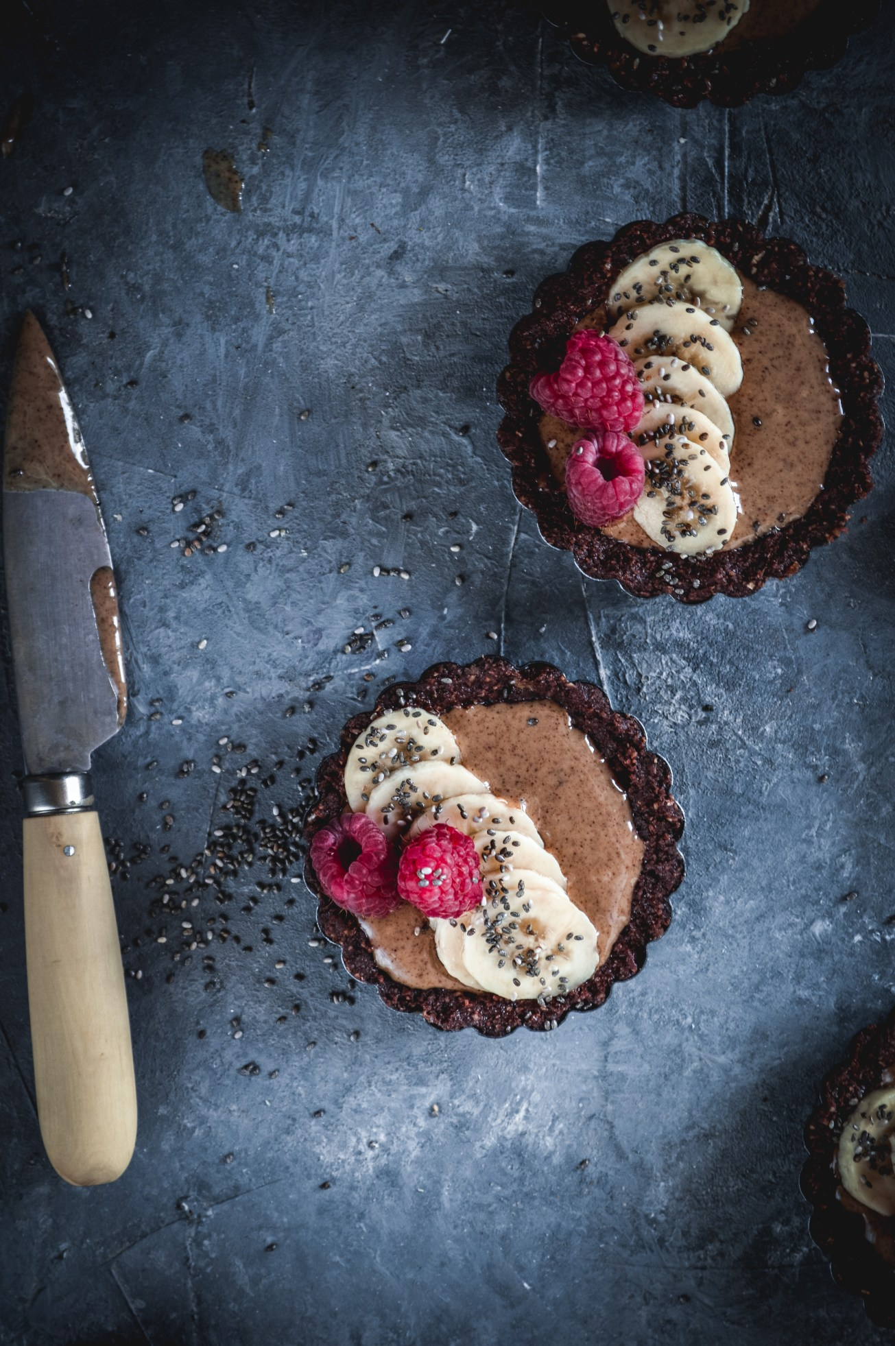 raw-almond-butter-vegan-tarts-1