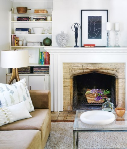 KAREN BERTELSEN OF THE ART OF DOING STUFF..PAINTED HER OLD HOUSE LIVING ROOM CLOUD WHITE WITH AMAZING RESULTS!