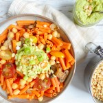 Avocado chickpeas pesto pasta - super healthy pasta version topped with an avocado chickpeas pesto vegan and gluten free!