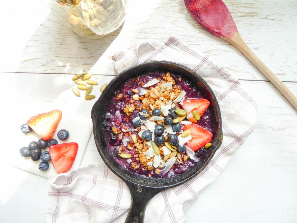 Berries Crisp - gluten free vegan breakfast with no sugar added.