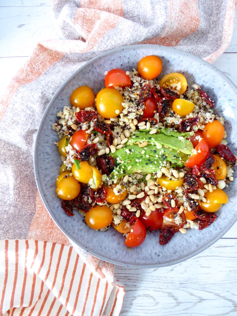 Sun dried tomato quinoa bowl - healthy lunch bowl, ideal for meal prep