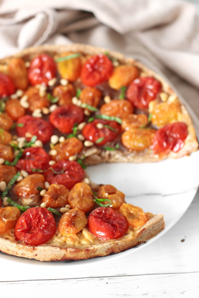 Tomato Caramelized Onion Pie - Vegan and gluten-free delicious complete meal high in fiber.