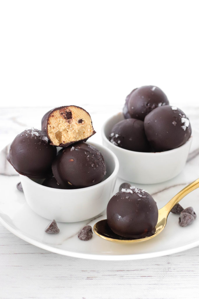 RAW COOKIE DOUGH PROTEIN BALLS - healthy high in protein indulgence to regular balls. Vegan and gluten-free and super yummy!