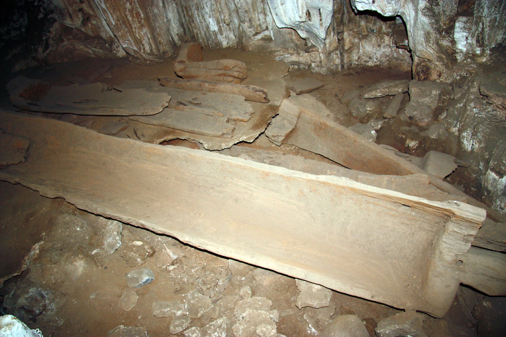 Tham Lot Cave-Coffin cave