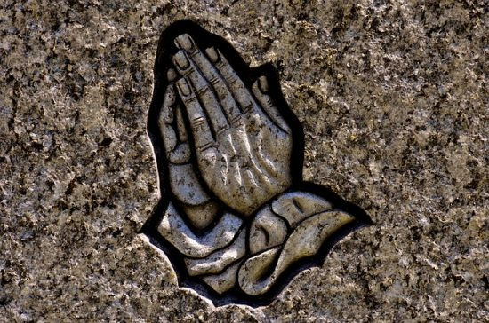 praying-hands-2273386_640