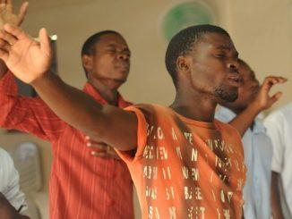 worship-435108_640
