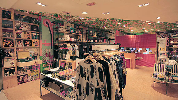 urban outfitters in paris france