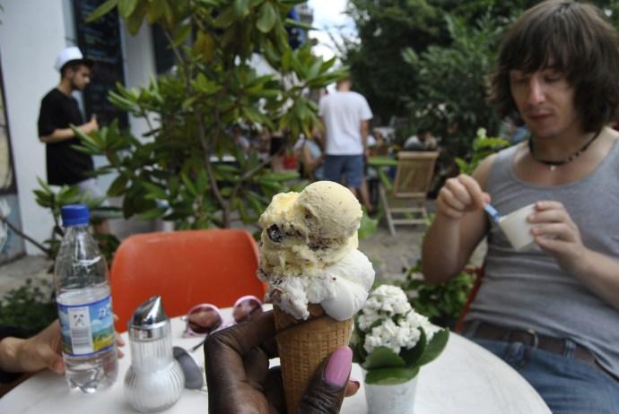 ice cream mauerpark berlin flea market4