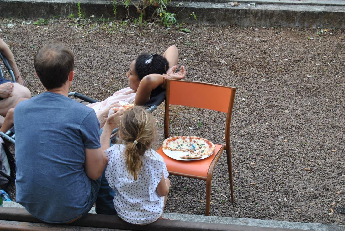 chilling food pizza paris ground control