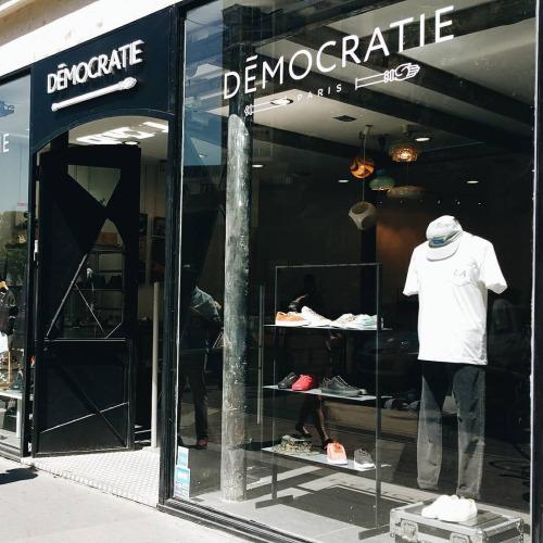 democratie shopping street wear paris