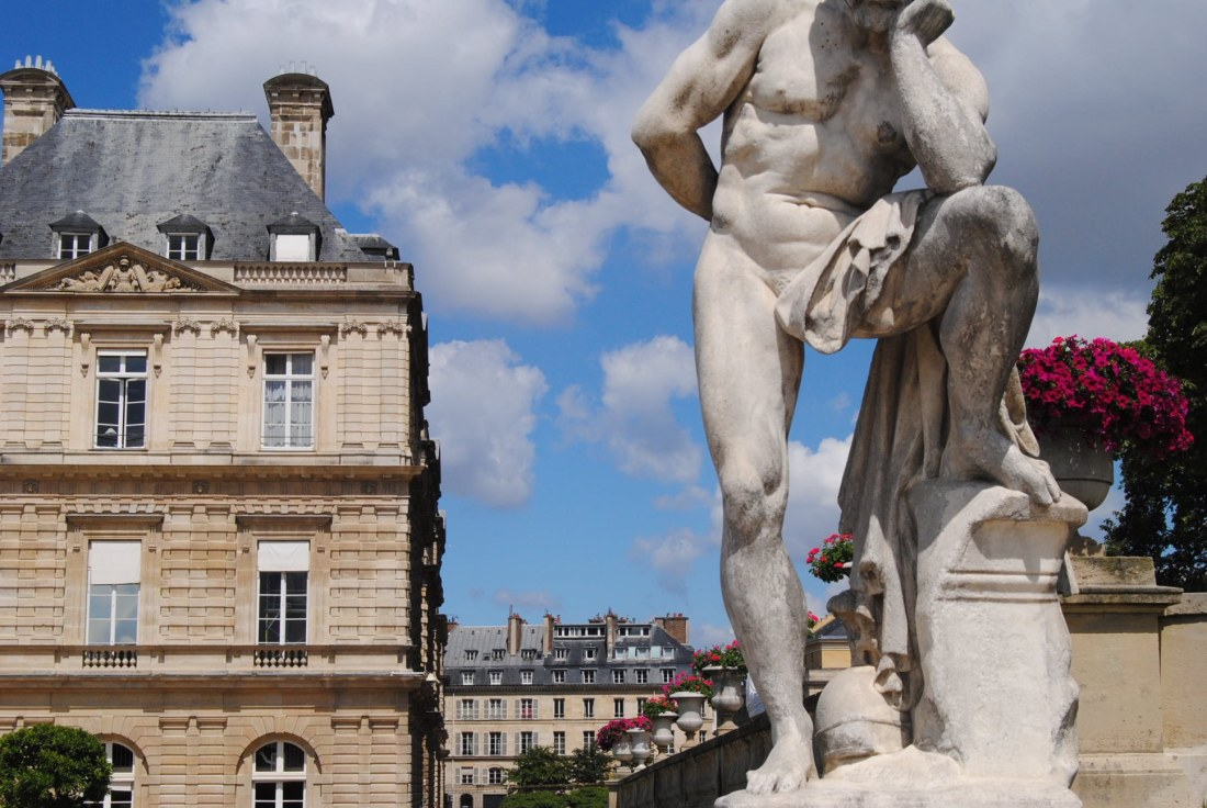 statue luxembourg gardens
