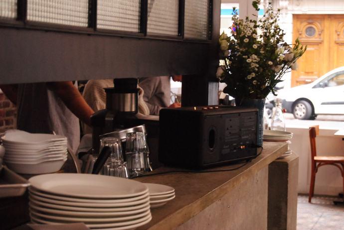 coffee-shop-vibes-in-paris