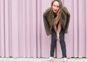 look-paris-beaugrenelle-veste-kaki-chaussures-miroir