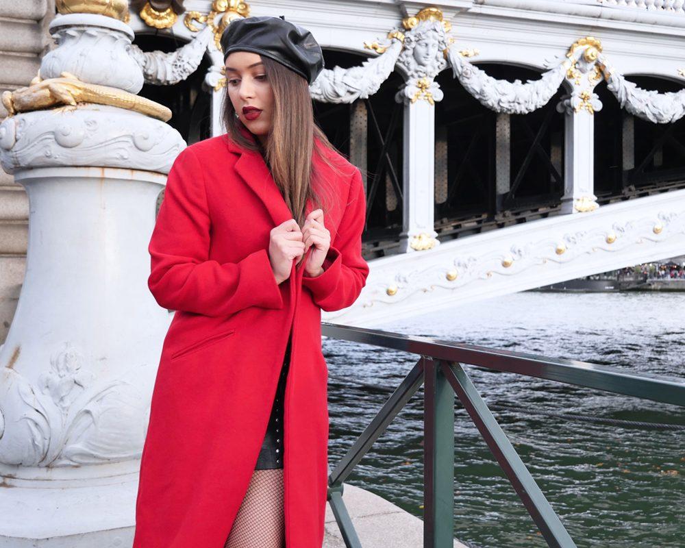 look-manteau-classe-laine-rouge-béret
