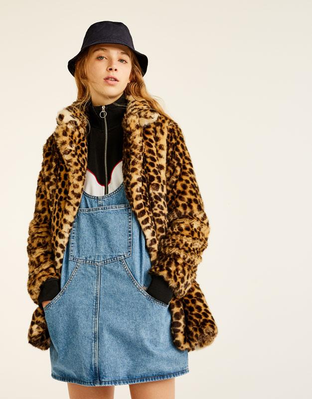 look-manteau-fausse-fourrure-shop-leopard-long-pull-and-bear