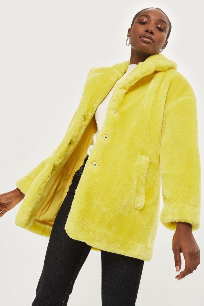 look-manteau-fausse-fourrure-shop-jaune-poussin-topshop