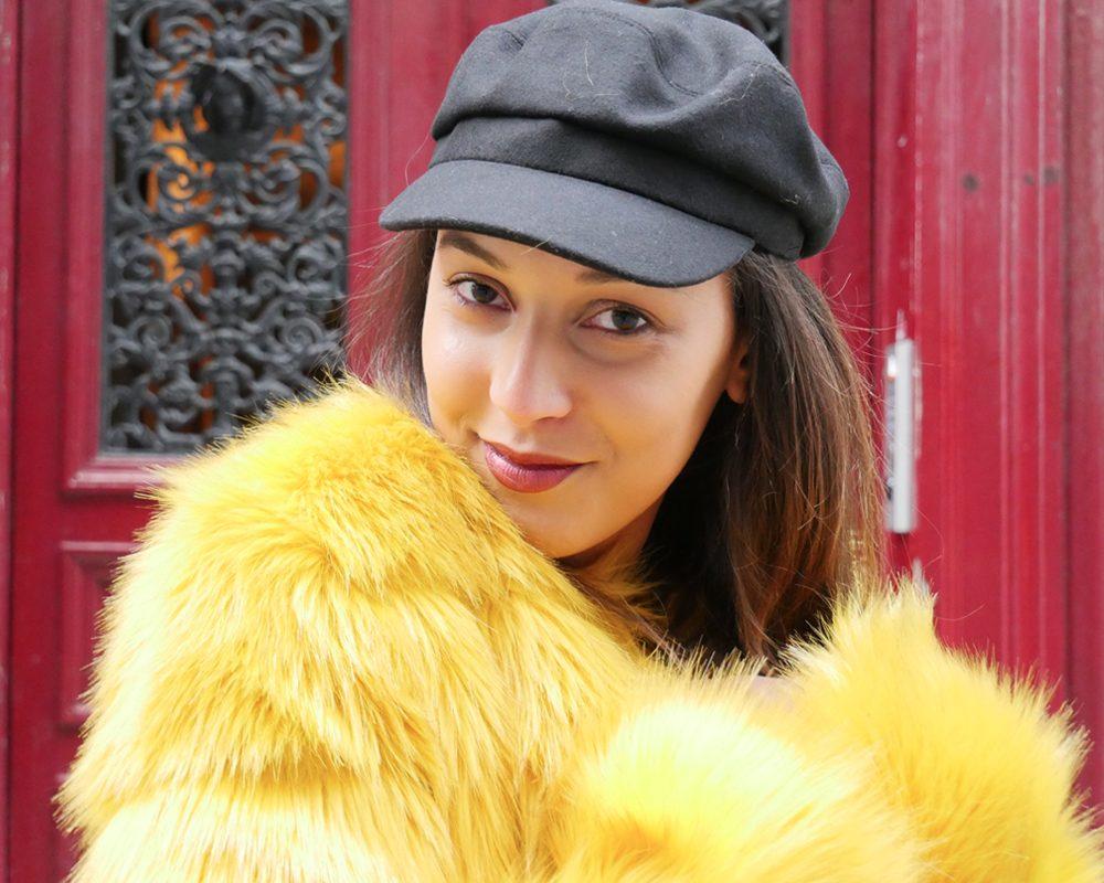 look-titi-faux-fur-jaune-portrait