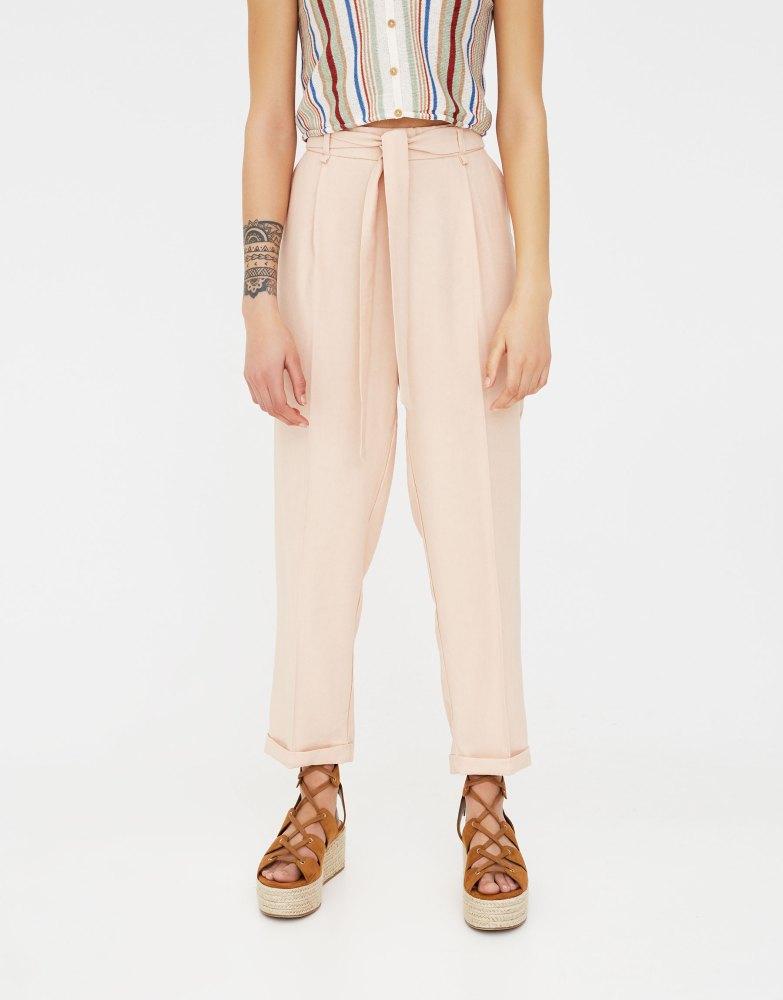 look-shopping-pantalon-paperbag-rose-pull-and-bear