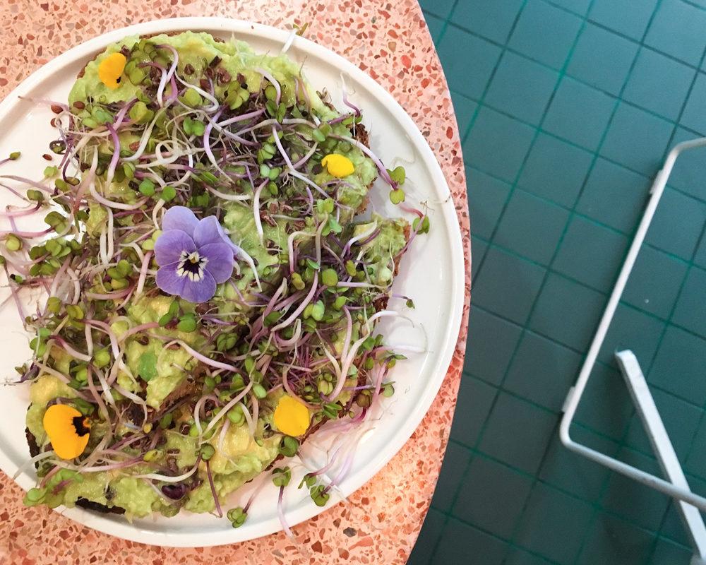 peonies-cafe-fleurs-paris-décor