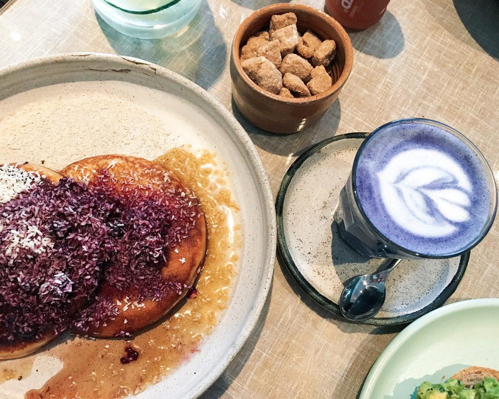 bonnes-adresses-food-londres-farm-girl-blue-matcha-latte
