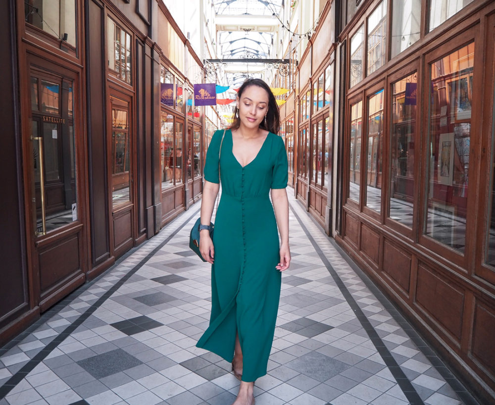 look-ete-robe-sezane-parisienne-walk