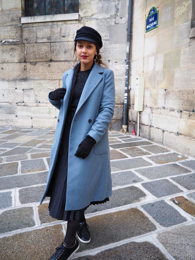 look-manteau-hiver-2020-jupe-plissée-baskets-sezane