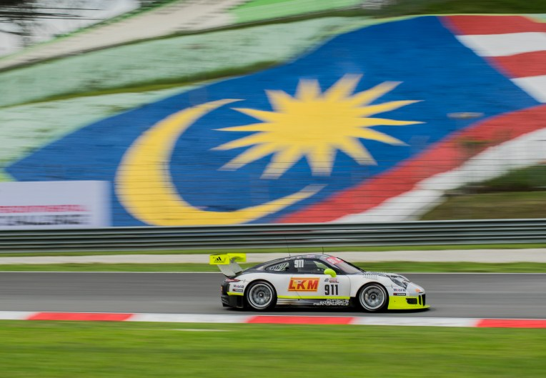 Panning with Malaysia flag