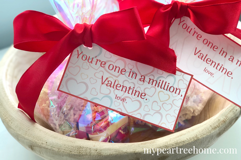 """Free Valentine's Day Printable gift tags. All you need is a package of """"100 Grand"""" and these free printable tags and you've got yourself an adorable Valentine's day treat!"""