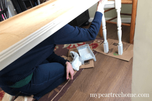 Want an easy, beginner-friendly project? Let me show you how to make your own console table or sofa table! Click to the post to see how!