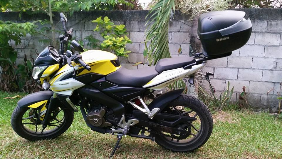 Rouser 200NS with top box