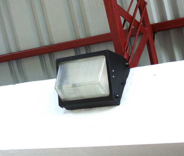 Firefly 150 watt sodium vapor fixture in garage