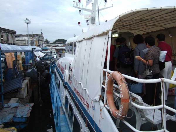 We take the Weesam Express fast ferry from Iloilo City to Bacolod