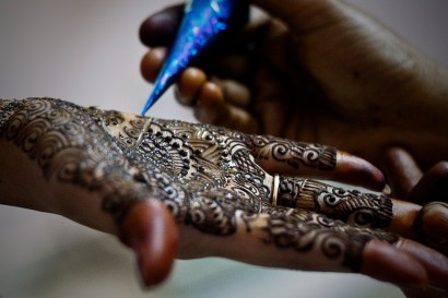 Must have wedding photos - Henna on bride's hand
