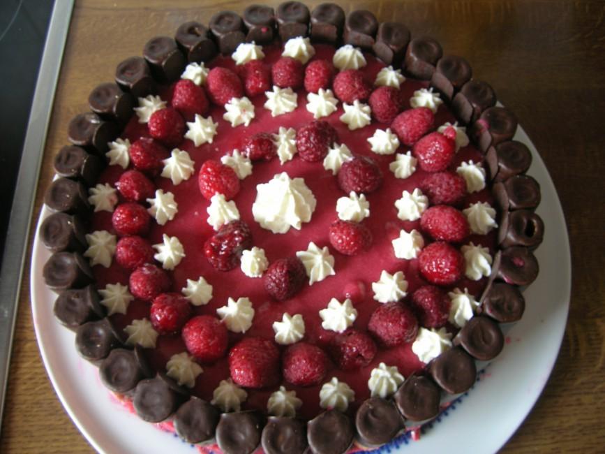 Waffelroellchen-Himbeer-Torte