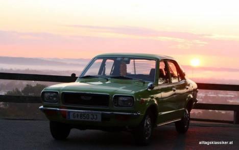 Mazda 818 Sedan grün