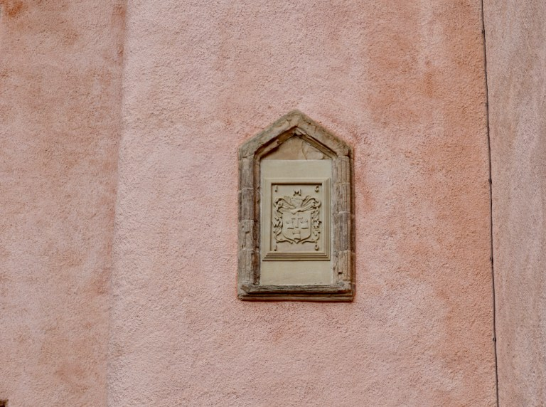 A crest on the exterior pink wall of Craigievar Castle.