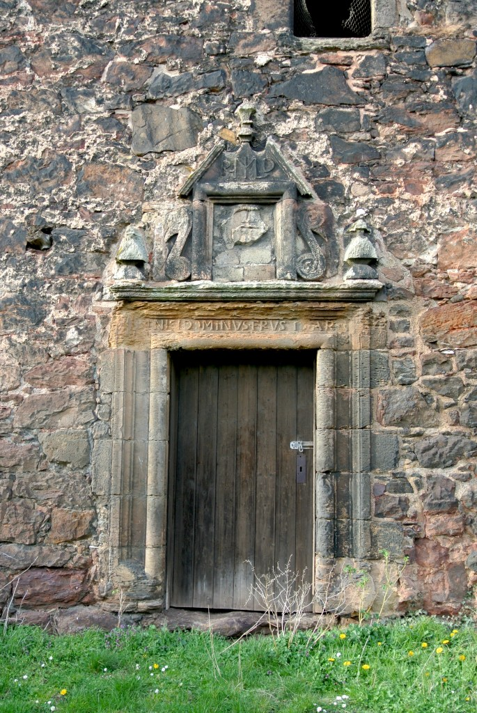 A door to Redhouse Castle.