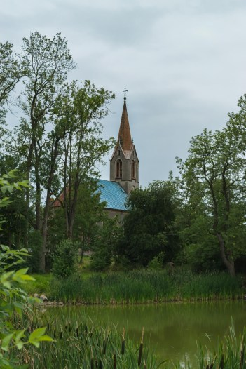 View of the church in Lübchow from across the pond