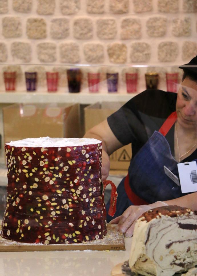 slicing turkish delight Oasis bakery
