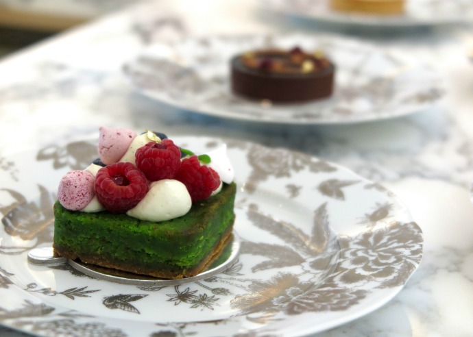 ST regis Dubai Cake