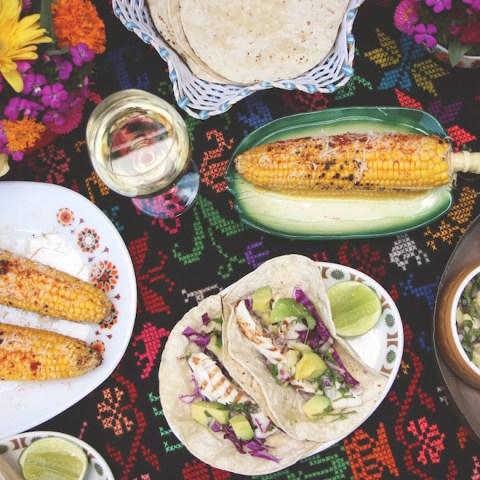 Grilled fish taco with pinapple salsa