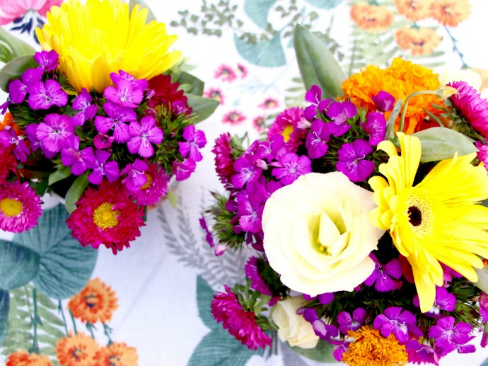 Make your own flower arrangements in a bowl for a wedding or party