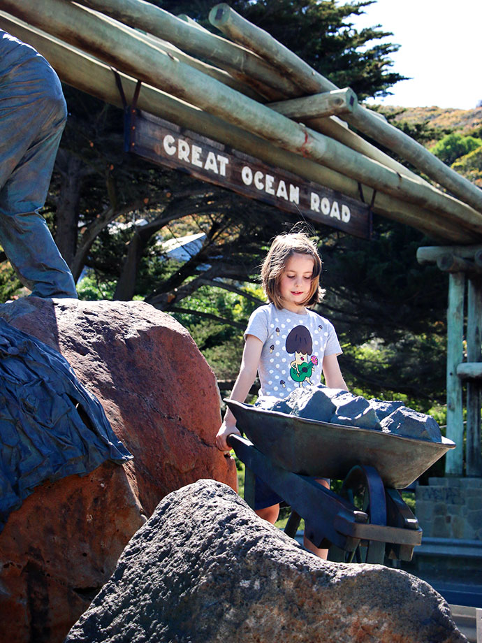 great ocean road marker - historical arch Top 10 Things to See + Do with kids , Great Ocean Road AUSTRALIA mypoppet.com.au